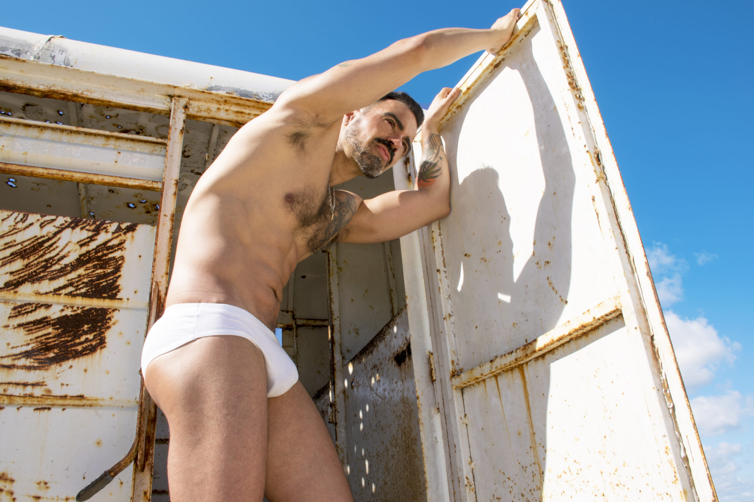 gay-travelers-guide-salvador-nunez-2